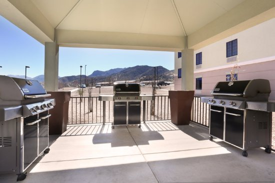 Sierra Vista, AZ: Guest Patio & BBQ Area