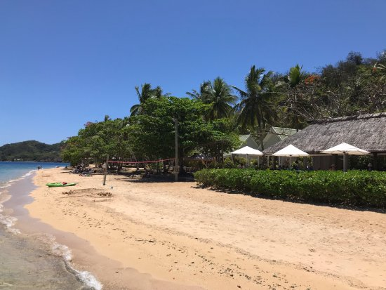 Malolo Island Resort: Beach bar, obviously overlooking the beach. Great for sunset viewing :)