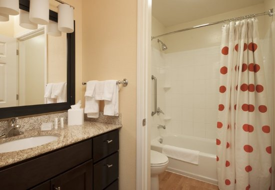 El Centro, Californien: Two-Bedroom Suite Bathroom