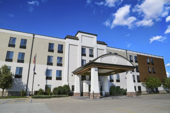 Holiday Inn Express Fargo - West Acres: Hotel Exterior