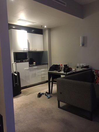 Adina Apartment Hotel Frankfurt Neue Oper: dilengkapi kompor dan microwave