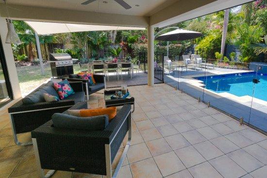 Villa Blue: Outdoor lounge / dining patio