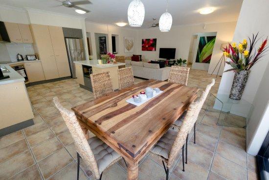 Villa Blue: Open plan lounge , dining & kitchem