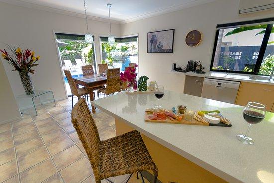 Villa Blue: kitchen dining overlooking pool