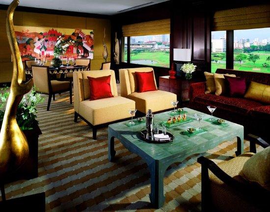 Bangkok Airport Link Suite Hotel