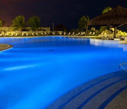 Dom Pedro Laguna: Pool Night