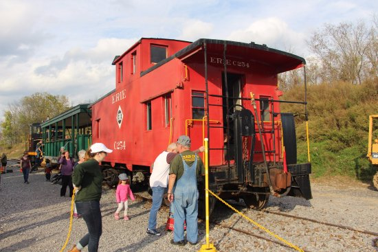 Rush, NY: Caboose and Open Car to ride