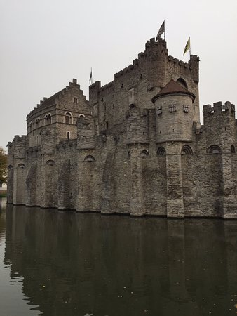 Gravensteen Castle : The castle is surrounded by a moat