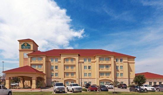 Bedford, تكساس: ExteriorView