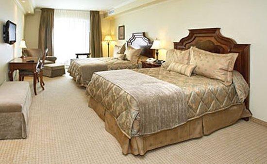 Brossard, Kanada: Deluxe Room With 2 Queen Beds