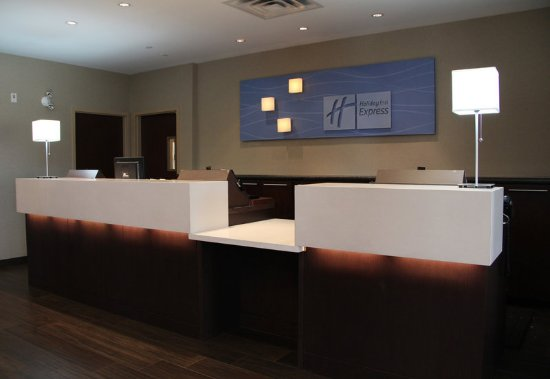 Holiday Inn Express Hotel & Suites Riverport: Hotel Check-In Counter