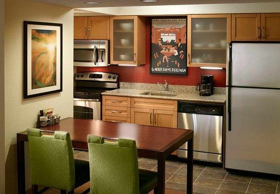 Chamblee, จอร์เจีย: Studio Suite Kitchen