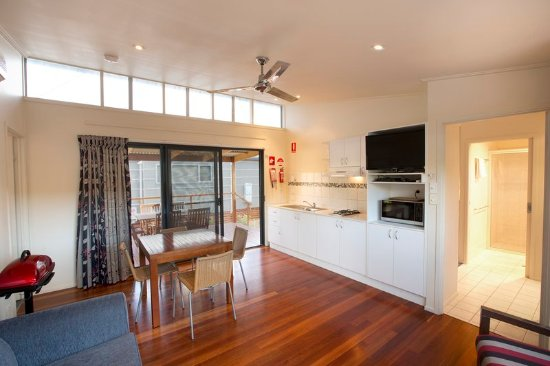 Gerroa, Australia: Deluxe Riverside 2BR - Living Area