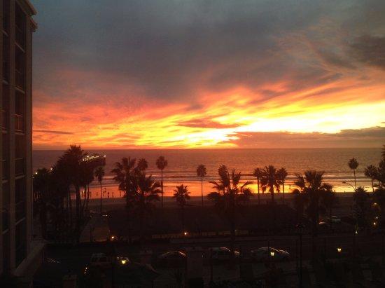 Wyndham Oceanside Pier Resort: Sunset spectacular!