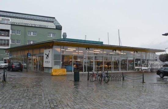 Bild fr n ravnkloa fish market trondheim for Closest fish market
