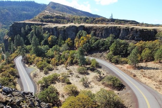 Mosier, OR: You'll drive up (or down) this road