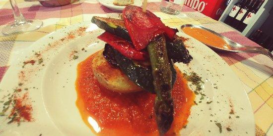 Mollet del Valles, Spanyol: Ho heu de provar! Bomba amb ou de corral i mil fulls de verdures amb salsa romesco. Increïble