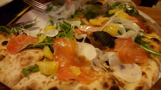 Pizza con salmone foto di fermentum roma tripadvisor - Pizzeria con giardino roma ...