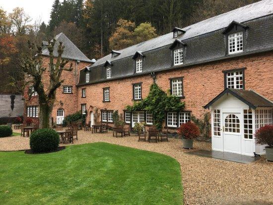Noirefontaine, Бельгия: Entrata hotel, ristorante piano terra, Camere su due piani
