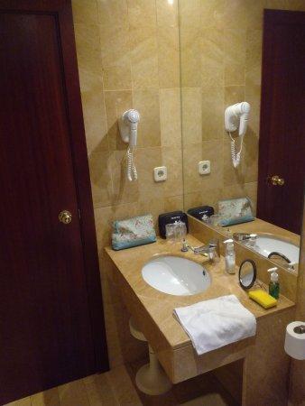 Basin Bidet Toilet Bath Shower Good Towels Picture Of