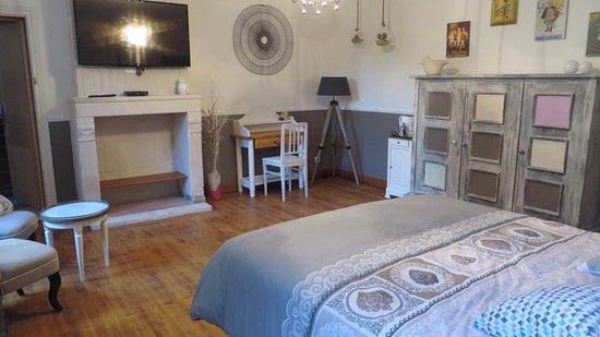 Pons, Frankrike: chambre spacieuse
