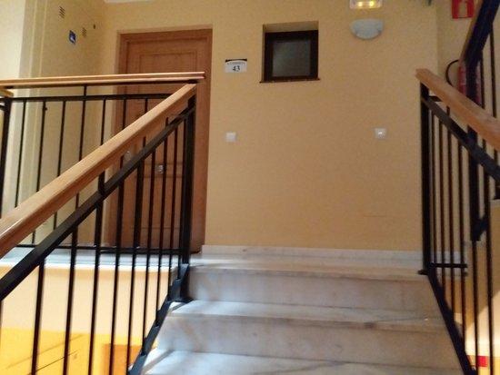 Macdonald La Ermita Holiday Resort: Entrance via stairs