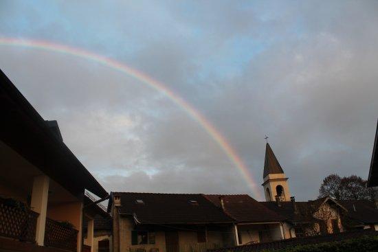 Trichiana, Włochy: arcobaleno dal giardino