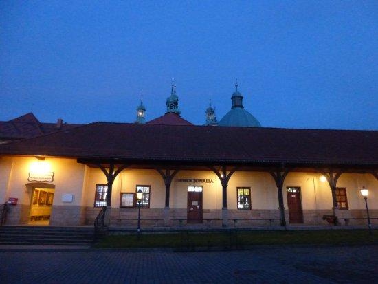 Kalwaria Zebrzydowska, Polska: 教会裏手の土産物屋