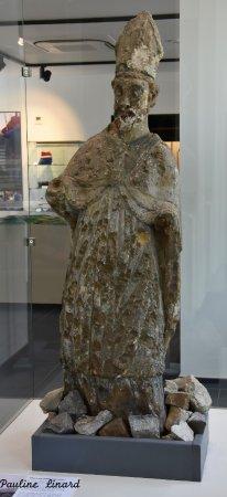 Fosses-la-Ville, Bélgica: Saint-Feuillen vous accueillera avec grand plaisir pour vous conter l'histoire de Fosses.