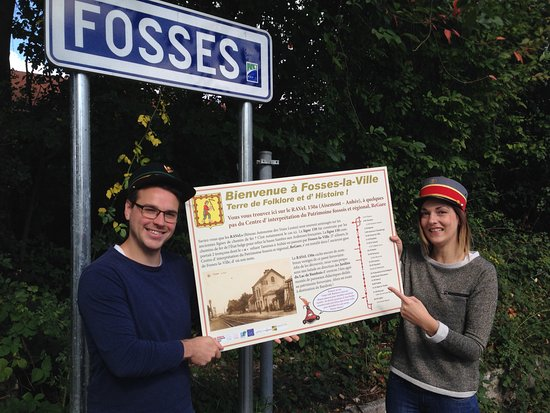 Fosses-la-Ville, Bélgica: Partez à la découverte du Ravel avec des panneaux didactiques sur le patrimoine ferroviaire.
