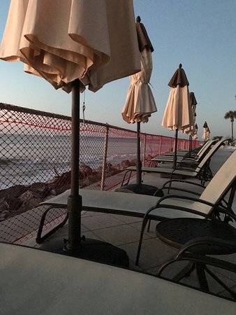 The King and Prince Beach and Golf Resort: Lounge chairs on pool deck. Not sure if the chain link permanent or not