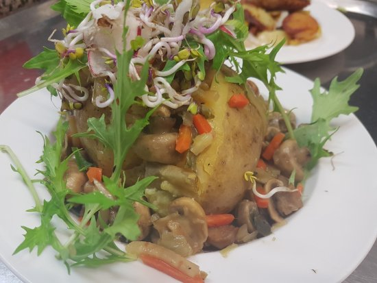 Bad Bevensen, Jerman: Auch Veganer können sich auf leckeres Essen freuen: hier eine Ofenkartoffel mit frischem Champig