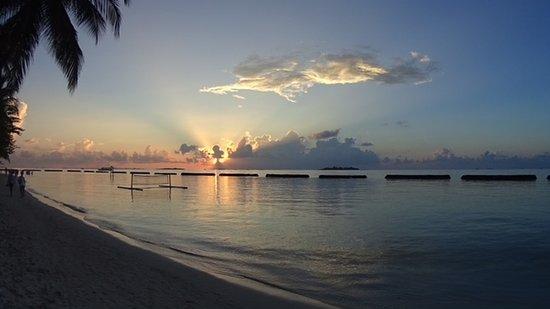 Vihamanafushi: Kurumba Sunset