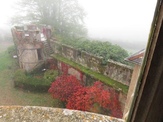 Chateau de Burnand : Petite tour avec le chemin de ronde