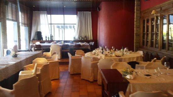 Vista de un Salón. hay otro más y una zona de bar dentro del mismo restaurante para esperar