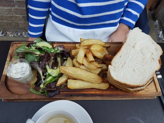 The Court Yard Bar and Restaurant: Thai curry & fish finger sandwich at th CY delicious