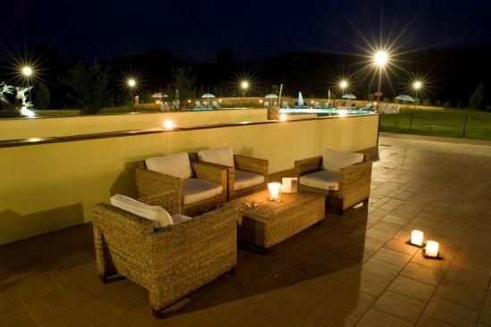 Cereseto, Italia: terrazza con sfondo piscina