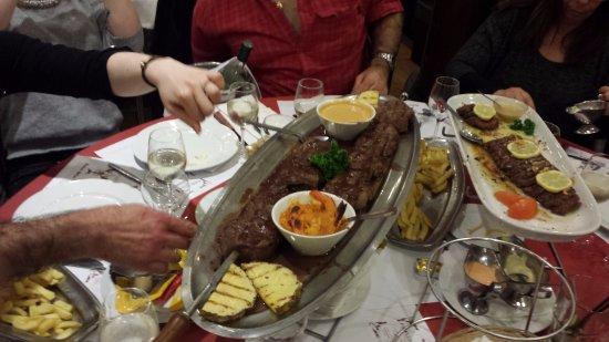 Hardricourt, Frankreich: brochettes de bœuf