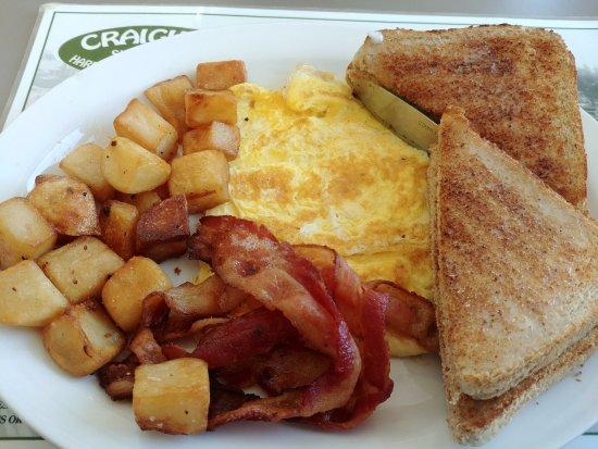 Craigie's Harborview Restaurant: eggs, bacon and toast