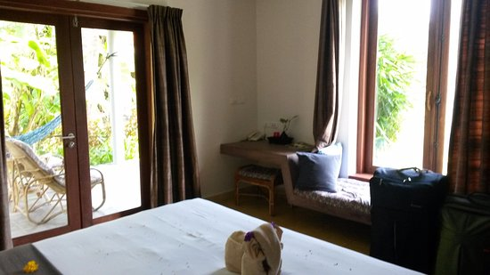Battambang Resort: lake view room