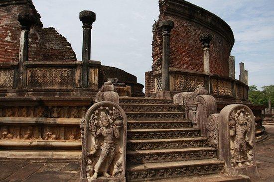 Blessrilanka Tours: Polonnaruwa