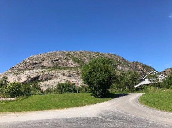 Bronnoysund, Norwegen: Torghatten as seen from the entrance of the restaurant