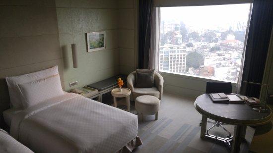 Hotel Nikko Saigon: View froom room
