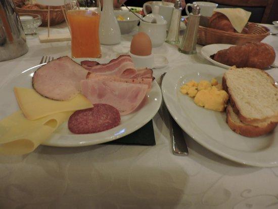 Hotel Weißes Kreuz: завтрак