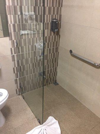 Hotel Aranjuez: Salle de bain agréable