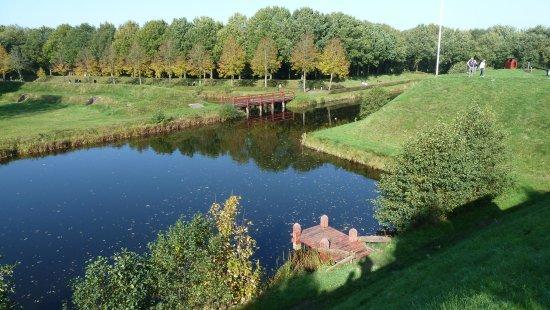 Bourtange, Países Baixos: Wassergraben vom Wall aus gesehen