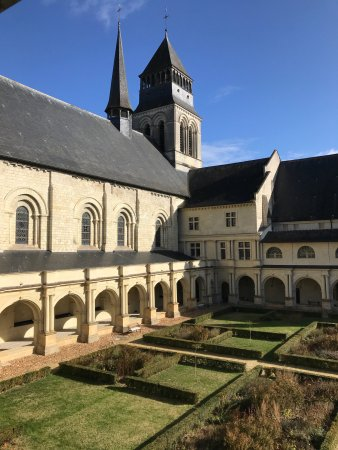 Fontevraud-l'Abbaye, Francia: photo4.jpg