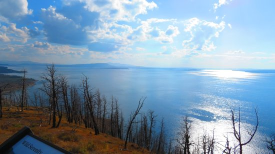 Wapiti, WY: Yellowstone Lake view, beginning of sundown