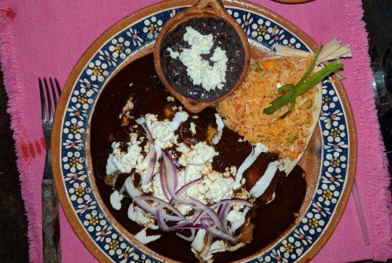 Los Tres Gallos: Enchiladas mole