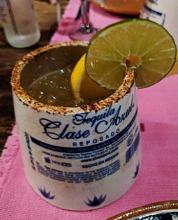 Los Tres Gallos: Premium-tequila, fresh lime margarita